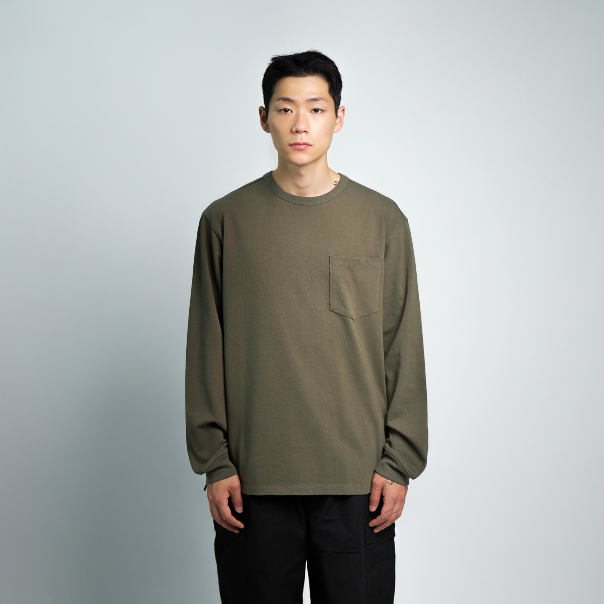 ONE POCKET L/S T-SHIRT (OLIVE)