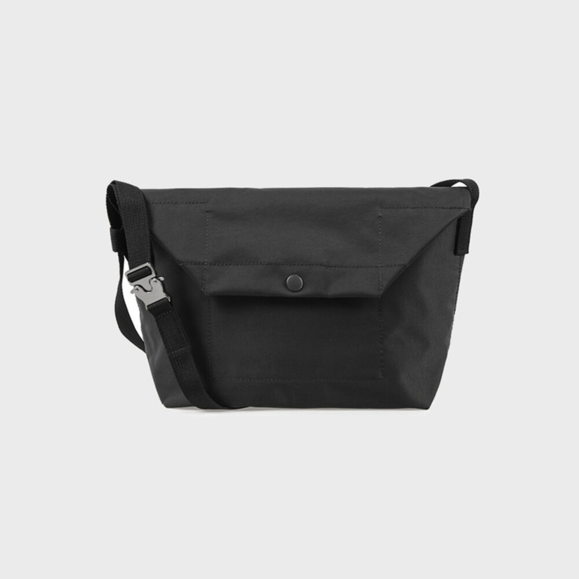 Voyager Shoulder Bag (Almost Black)